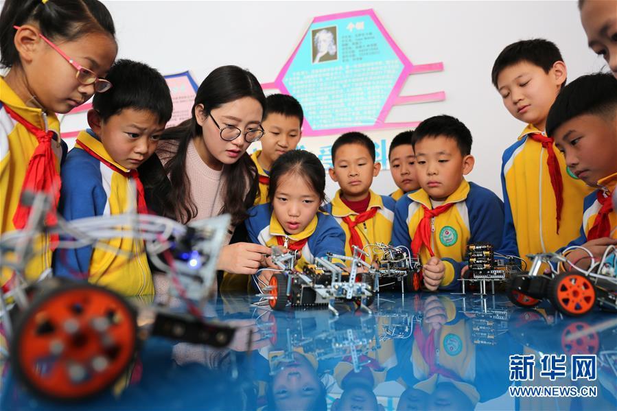 #(教育)(1)机器人课程进小学  激发学生创新力