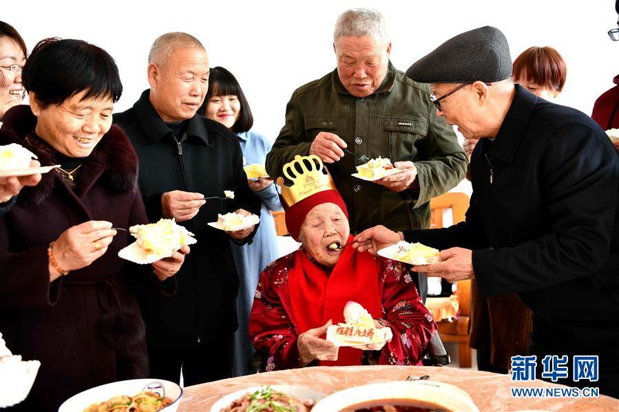 #(新華視界)(2)河北石家莊:老人慶生迎新春