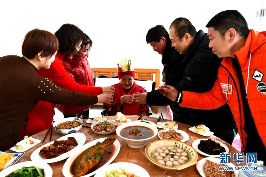 #(新華視界)(4)河北石家莊:老人慶生迎新春