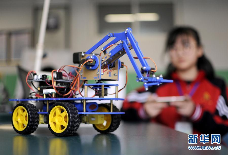 #(社會)(1)河北邢臺:青少年機器人競賽顯身手
