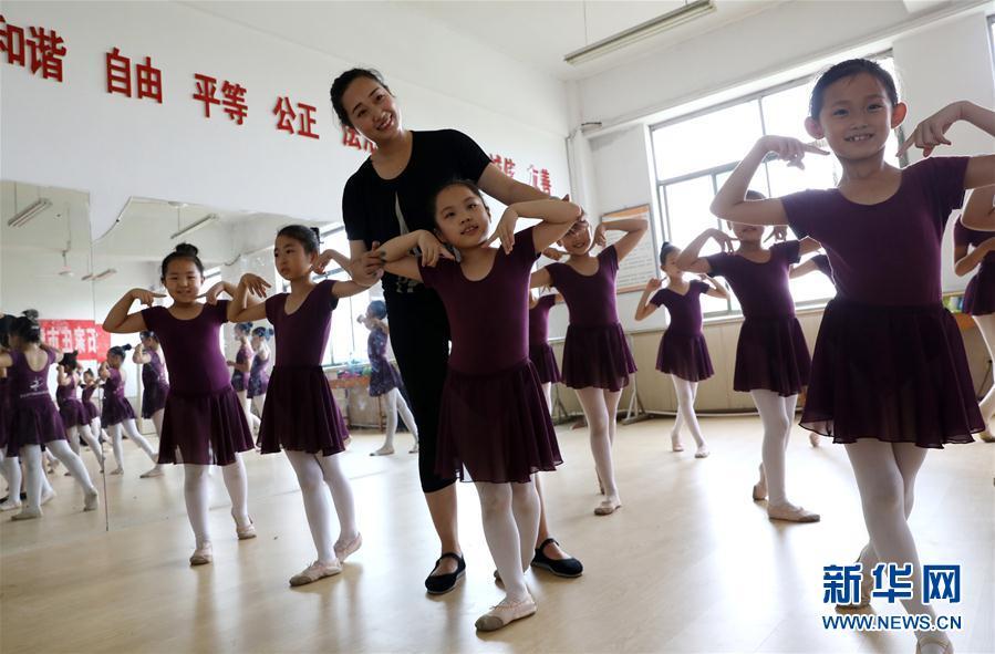 (教育)(1)河北靈壽:暑期快樂學舞蹈