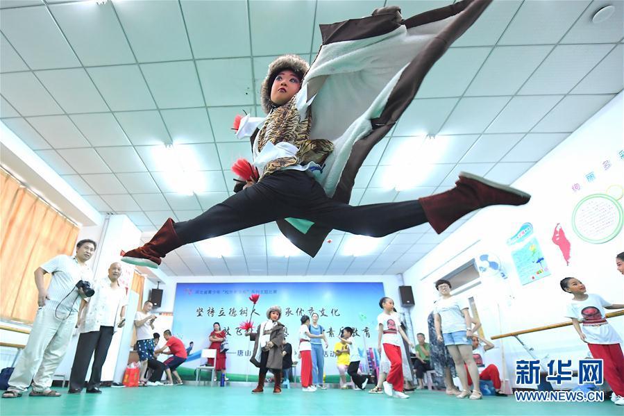"""(社会)(1)河北丰润:暑假里的""""京剧公益小课堂"""""""