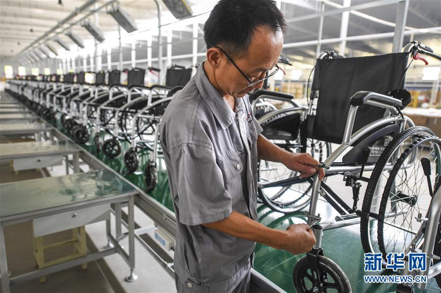 (经济)(3)河北景县:智能医疗器械远销海外