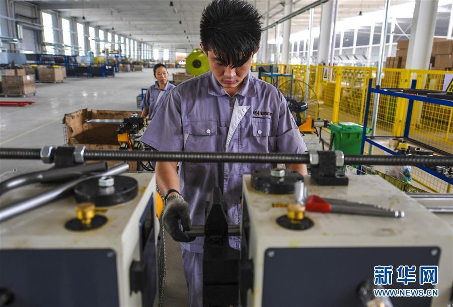 (经济)(4)河北景县:智能医疗器械远销海外