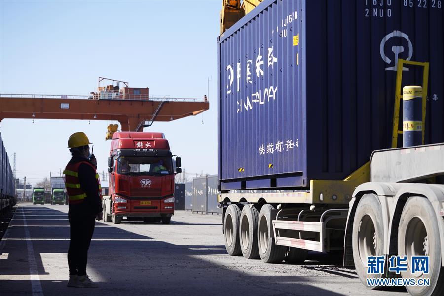 (經濟)(6)河北砂石骨料專列進京