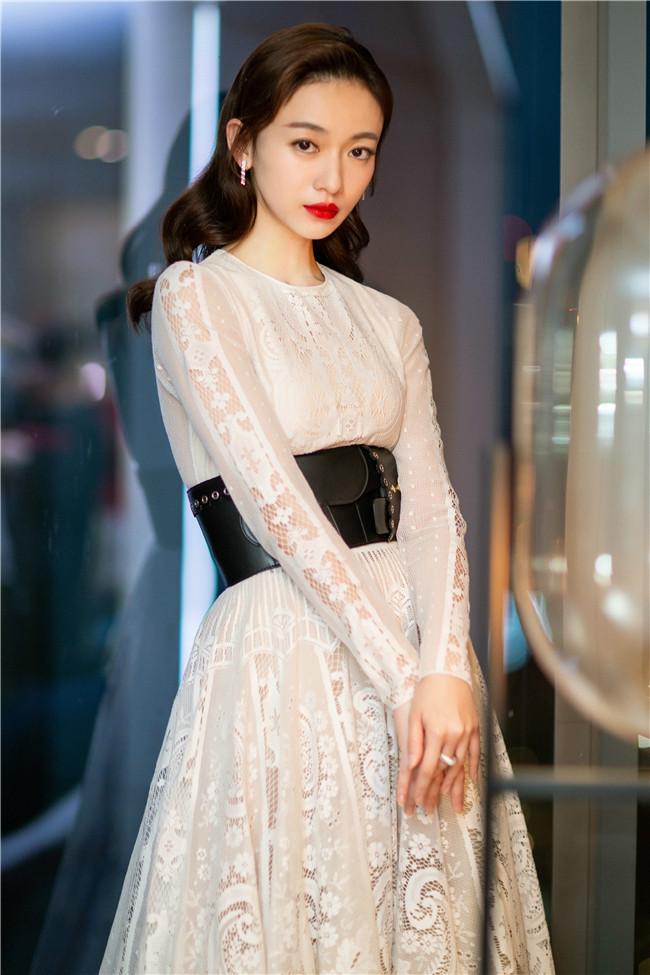 吴谨言飘逸方式v方式蕾丝奖年度白裙a方式自慰情趣用品的演员斩获图片