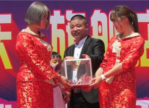 涿州市志願者協會愛心捐助貧困生