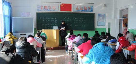 經安中學:學生在明亮的教師讀書