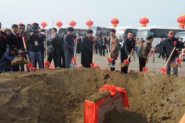 畢經安參加盧龍縣經濟開發區集中項目奠基儀式