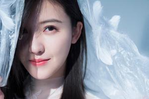 杨子姗白色羽毛写真 简直梦幻唯美到赞
