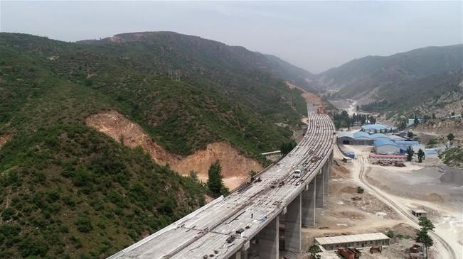 太行山高速公路河北段施工进展顺利