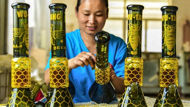 河北阜城:特色工艺玻璃制品远销海外