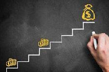 大学生为何会频频深陷各种各样的套路贷?