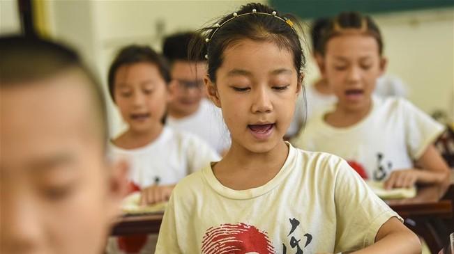 河北深州:国学诵读伴暑假