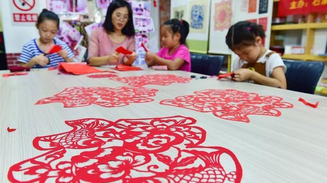 河北石家庄:暑期儿童学手工