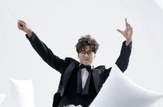 李易峰变身魔法王子 演绎百变风格