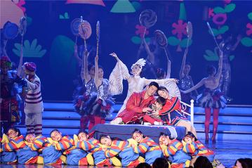 霍思燕杜江一家三口齐聚北京台春晚