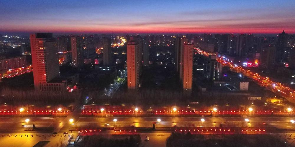 航拍夜幕下的滄州 燈籠紅年味兒濃