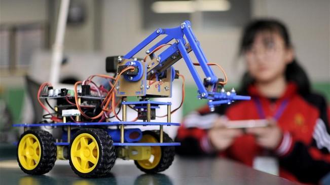 河北邢臺:青少年機器人競賽顯身手