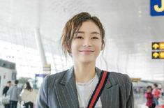 是谁笑容这么甜美 袁姗姗机场街拍曝光