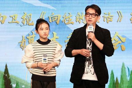 张子枫加盟《向往的生活》 与彭昱畅兄妹重逢