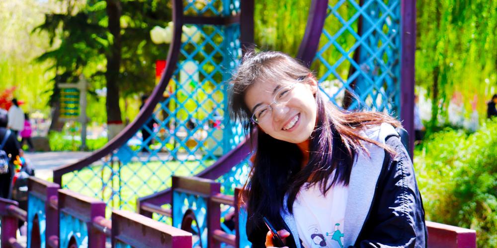 劉秉倩在校園裏