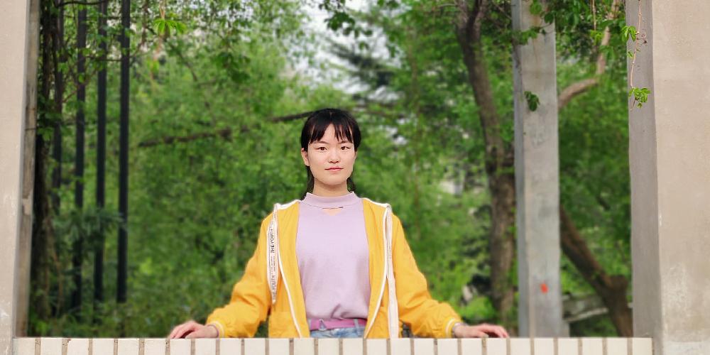 楊博在校園一角
