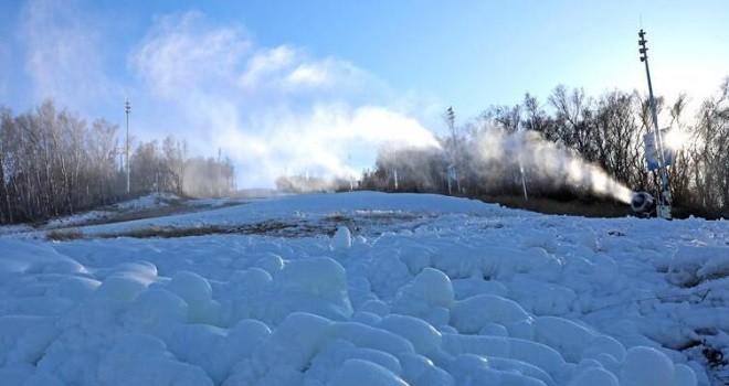 河北張家口:人工造雪 為滑雪季做準備