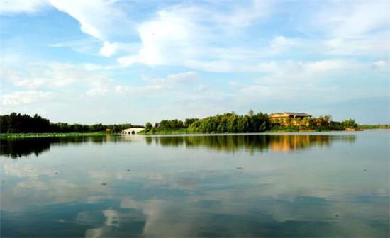 唐山南湖公园是国家4a级景区,总体规划面积30平方公里,公园现