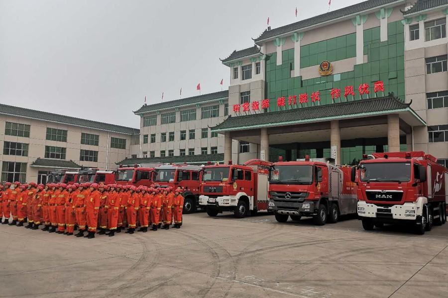 河北省消防部队500名官兵增援山东寿光