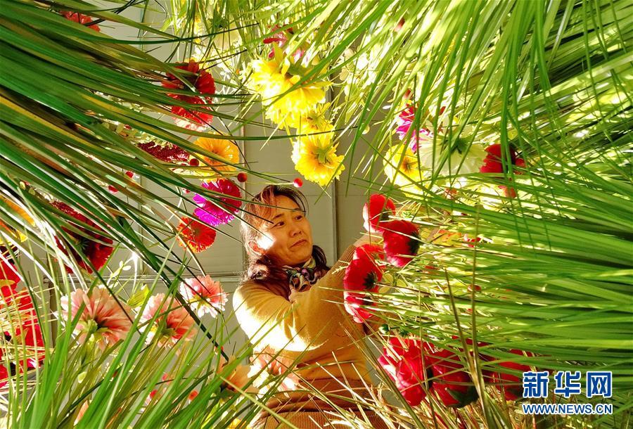 (社会)(1)河北乐亭:绢花生产促增收