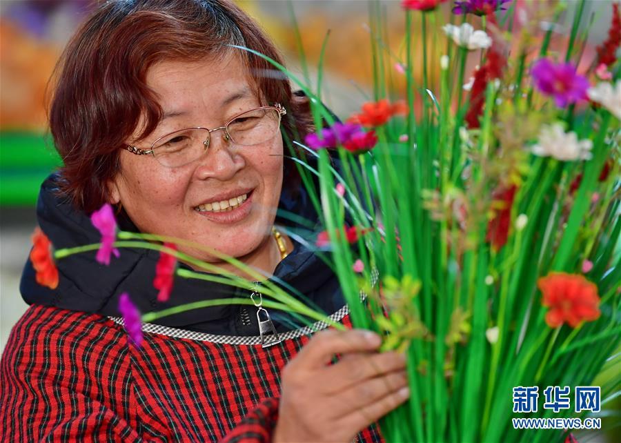 (社会)(3)河北乐亭:绢花生产促增收