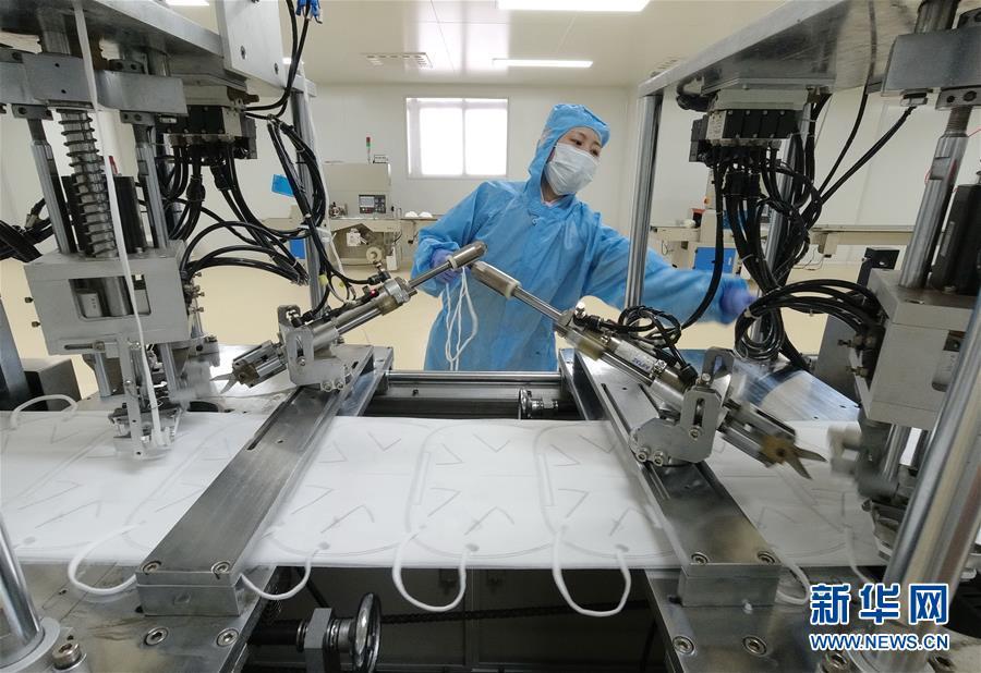 (聚焦疫情防控)(1)河北唐山:口罩生产企业扩大产能保供应