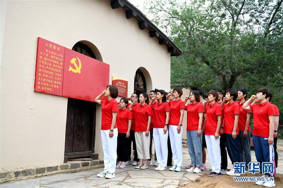 #(社会)(1)河北西柏坡:援鄂抗疫新党员重温入党誓词