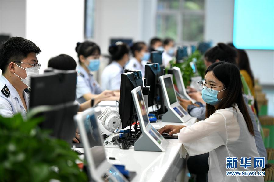 #(社會)(1)河北石家莊:智能辦稅廳  便捷更高效