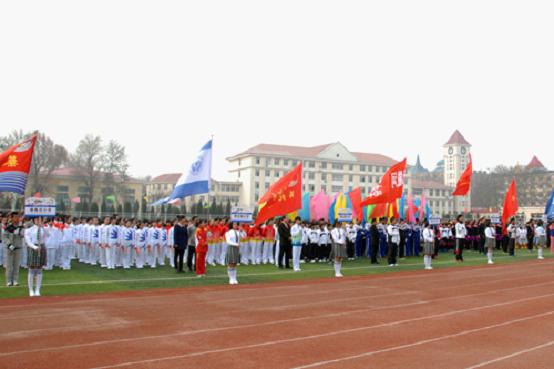 近日,北戴河区2015年中小学生田径运动会在北戴河中学举行,来自全区