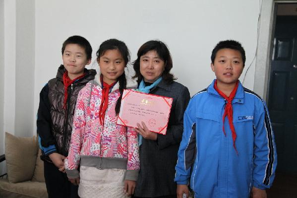 李老师介绍:五年级三班的同学们一直在进行义卖