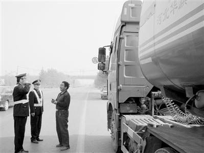 潘志方/近日,隆尧县运管站针对辖区行业管理现状,进一步加大对危险品...
