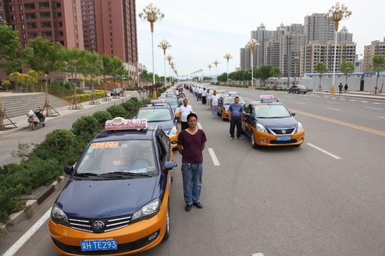 """""""今年共有50位出租车司机自愿加入到"""