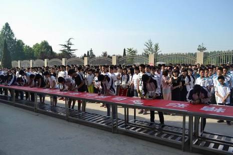 武安二中分校举行 感恩母校 文明离校 寄语签名活动 -河北武安图片